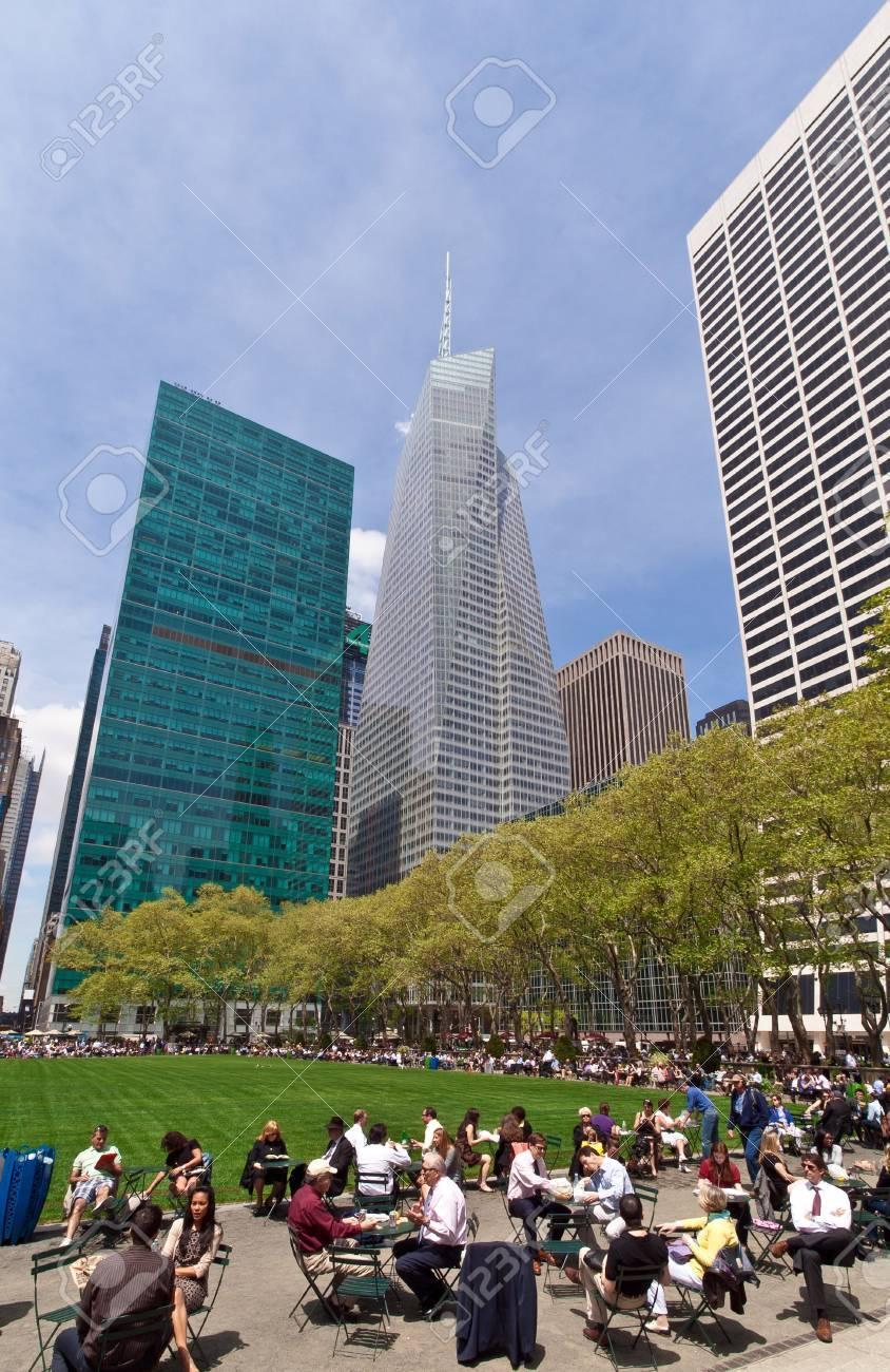 L Heure à New York : heure, York,, 2013,, Journée, Ensoleillée, L'heure, Déjeuner, Bryant, Assis, Chaises, Avoir