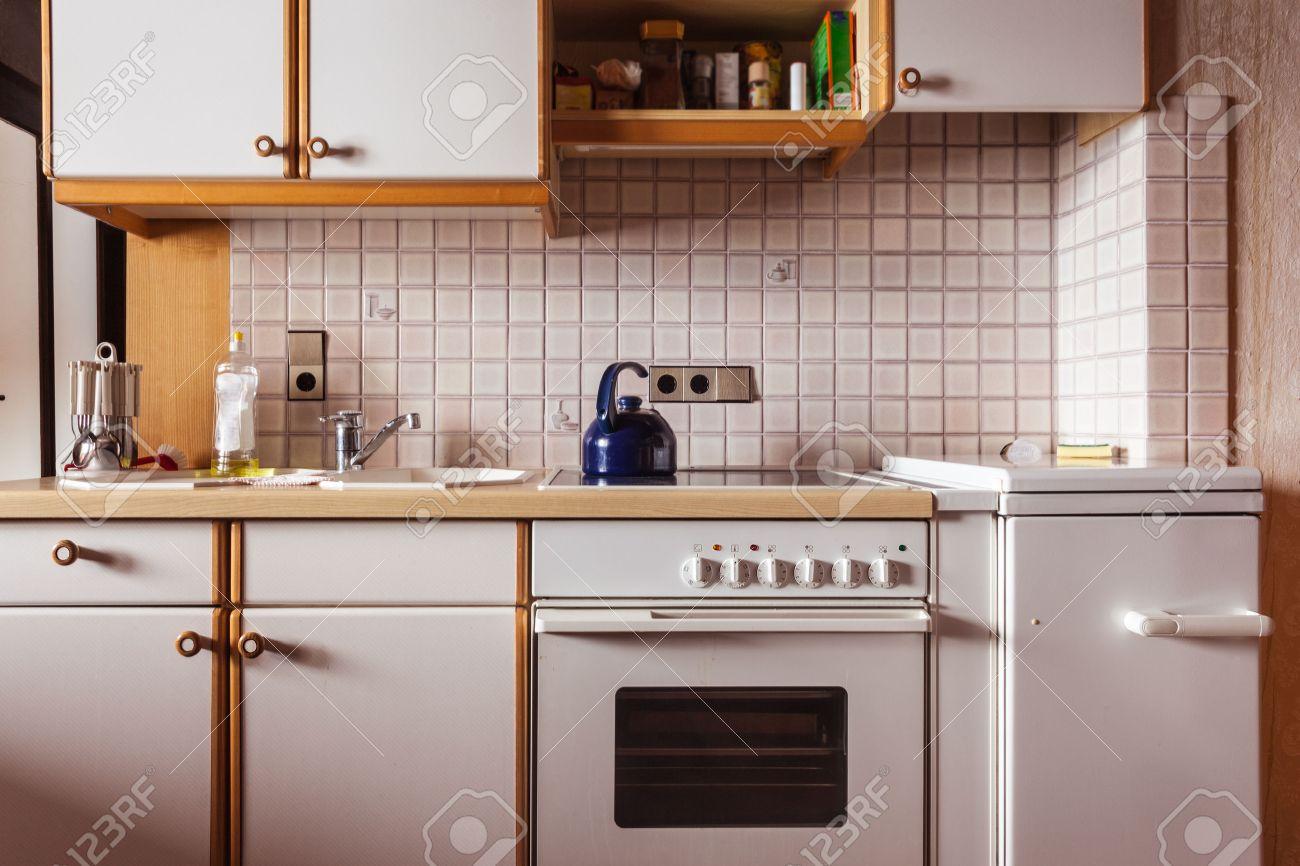 entre d une ancienne cuisine simple qui devrait etre renove