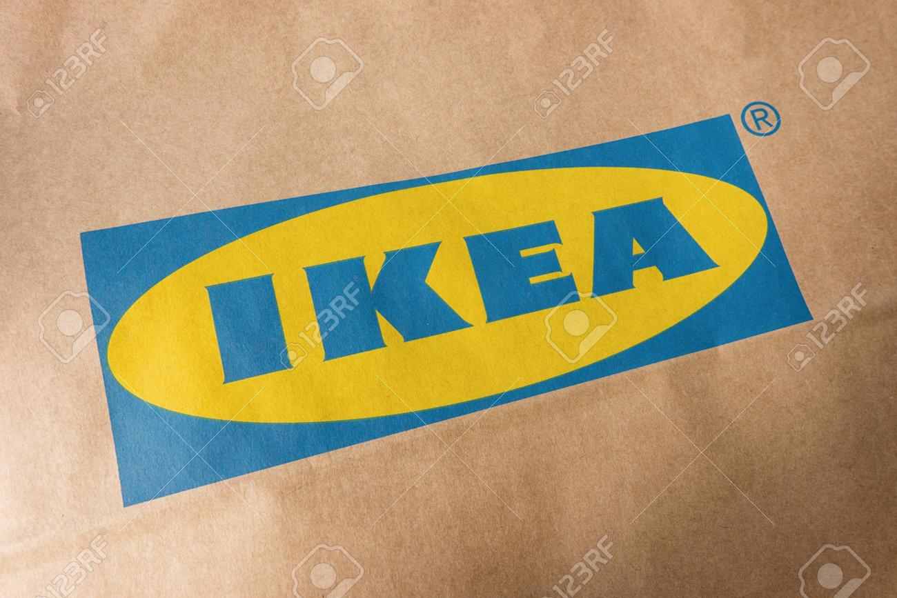 Aachen Germania Ottobre 2017 Logo Ikea Su Un Sacchetto Di Carta Ikea è Il Più Grande Rivenditore Di Mobili Al Mondo E Vende Pronto Per Assemblare