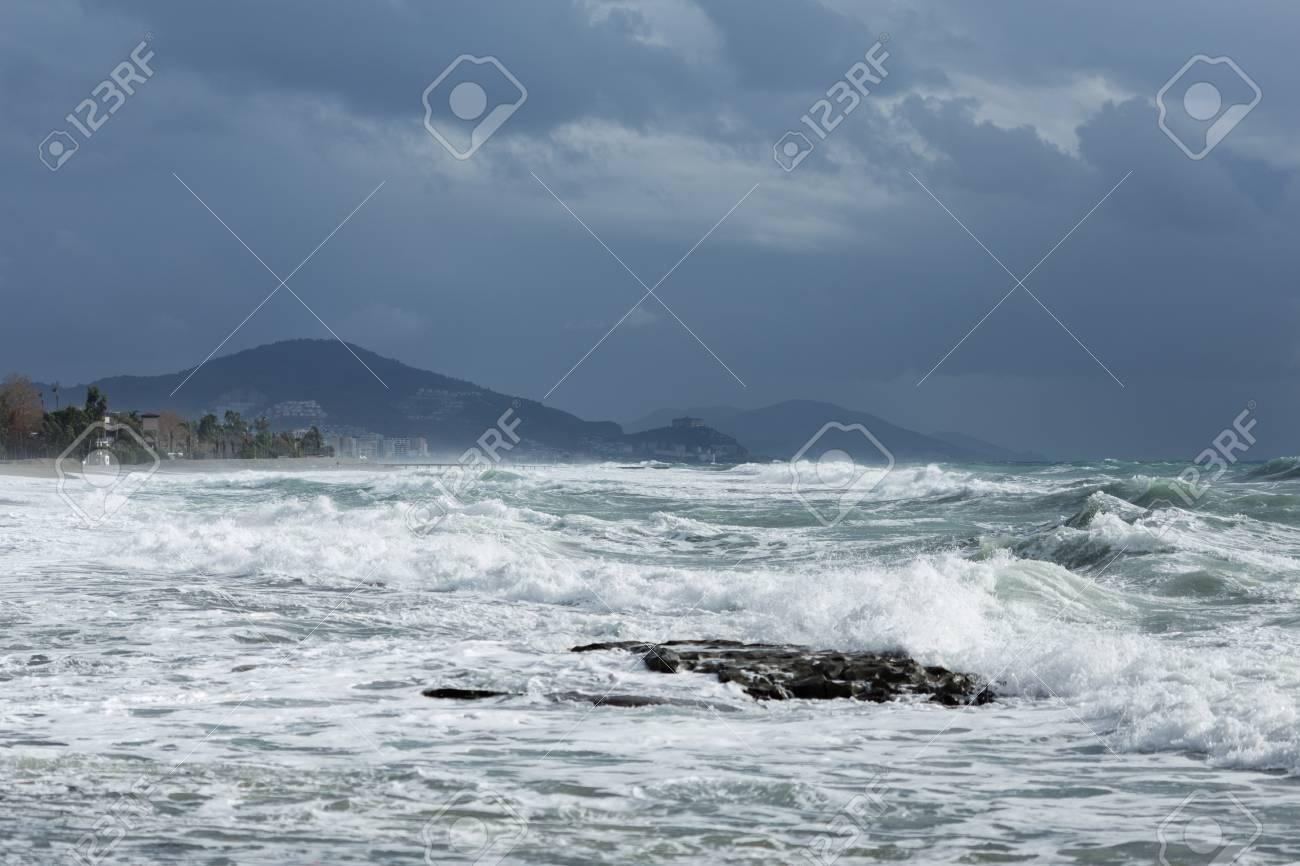 Leistungsstarke Wellen Heizung Kosten Der Mittelmeer Türkei In