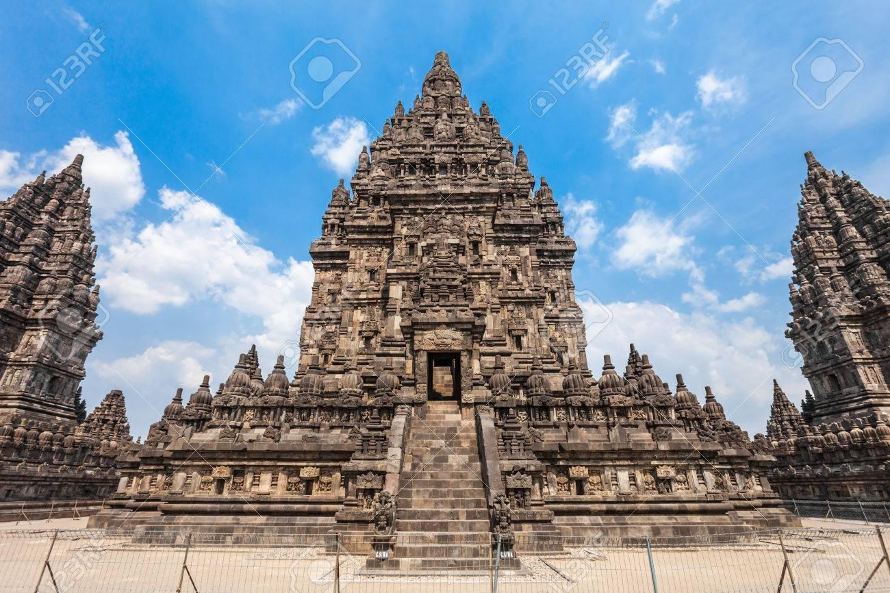 Prambanan O Candi Rara Jonggrang è Un Composto Tempio Indù In Java Indonesia Dedicato Alla Trimurti Il Creatore Brahma Il Conservatore