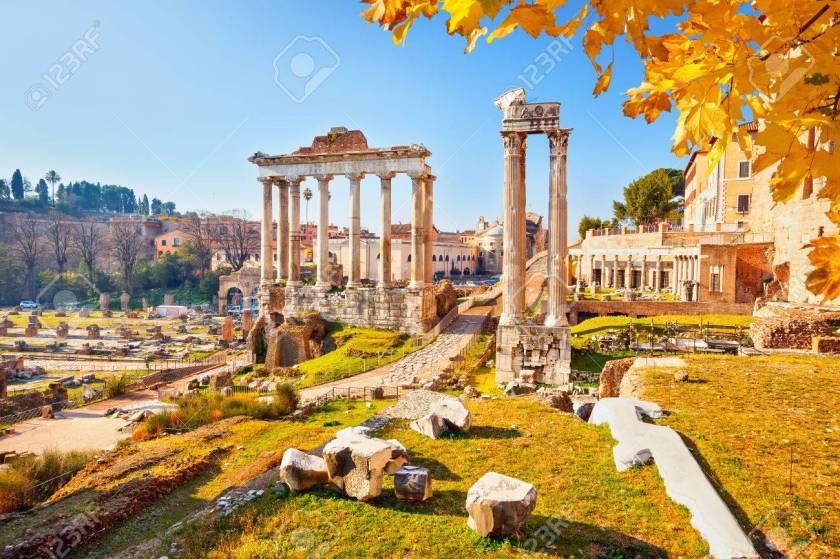 Ruines Romaines à Rome, Italie Banque D'Images Et Photos Libres De Droits.  Image 44901181.