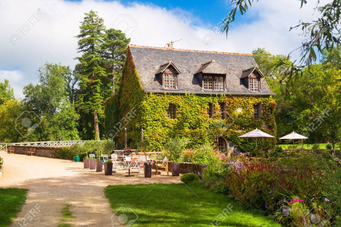 16th Century French Home - 26158097-picturesque-house-near-the-chateau-de-l-islette-france-this-renaissance-castle-is-located-in-the-loi_Simple 16th Century French Home - 26158097-picturesque-house-near-the-chateau-de-l-islette-france-this-renaissance-castle-is-located-in-the-loi  Image_563989.jpg
