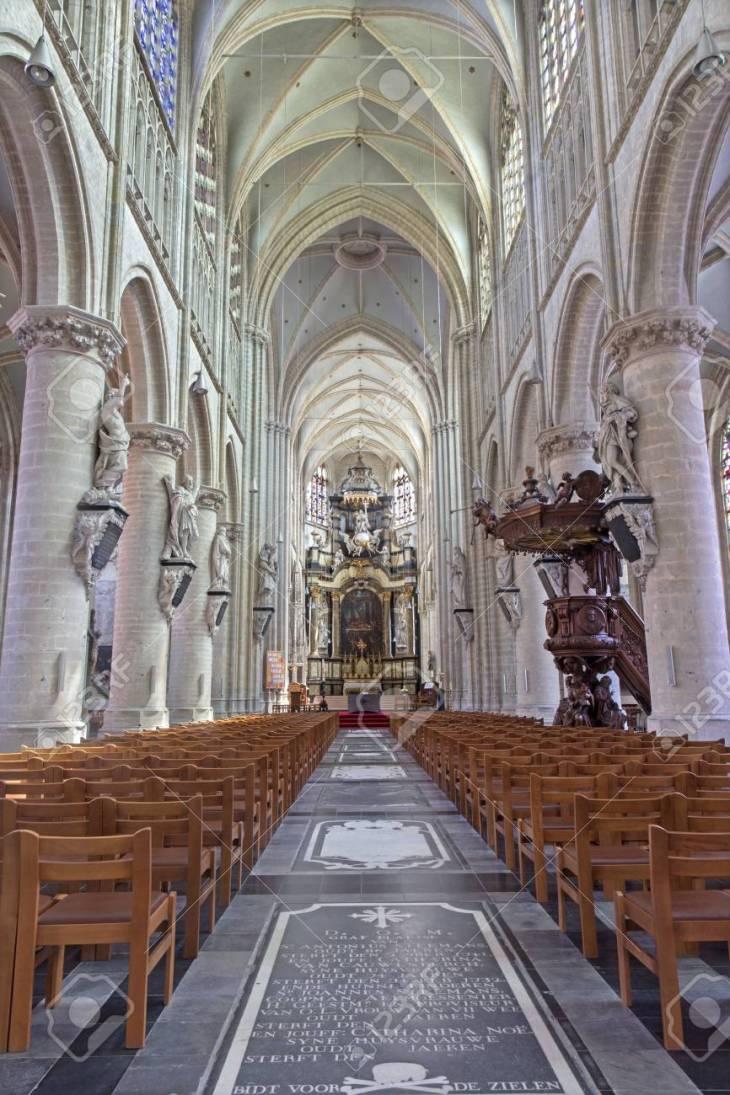 Malinas, Bélgica - 14 De Junio 2014: La Iglesia De Nuestra Señora ...