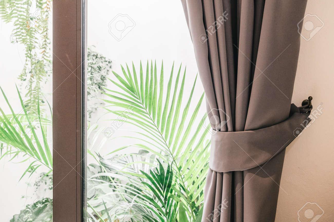 https fr 123rf com photo 55050715 rideau fen c3 aatre d c3 a9coration int c3 a9rieure salon chambre filtre vintage html