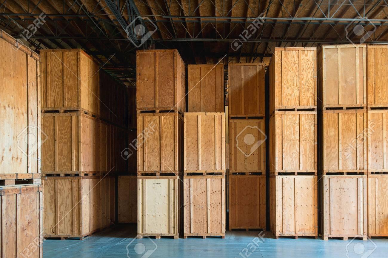 grande caisse en bois prete a etre livree et expediee a l entrepot