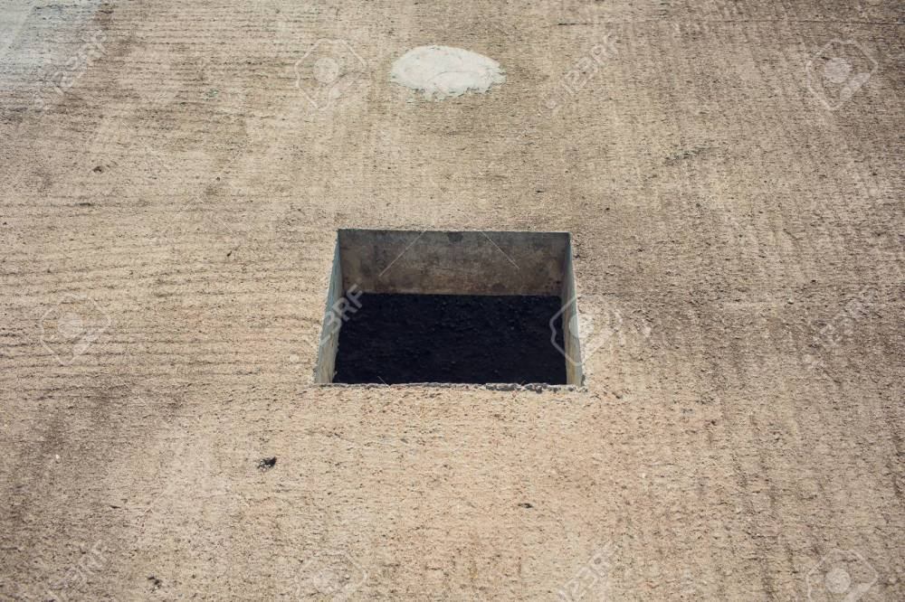 medium resolution of cement wall with rectangle hole for sewerage and electricity wiring foto de archivo 106371404