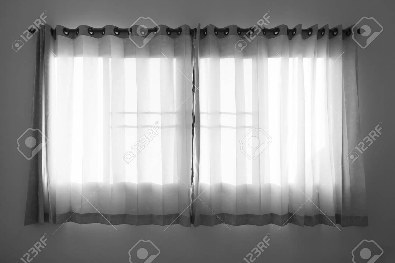 rideau pour fenetre dans ton noir et blanc