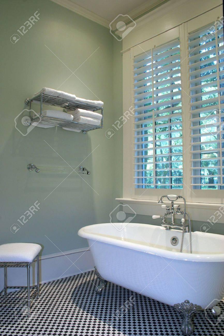 Simple Elegant Bathroom With Clawfoot Tub