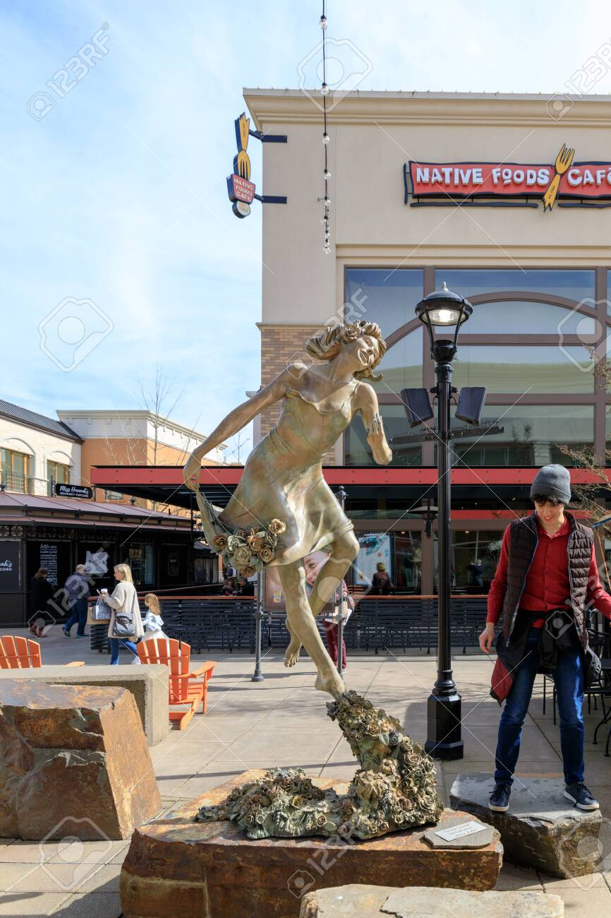 Tigard Mall : tigard, Tigard,, Oregon, March, Bridgeport, Village,, Shopping.., Stock, Photo,, Picture, Royalty, Image., Image, 120014571.