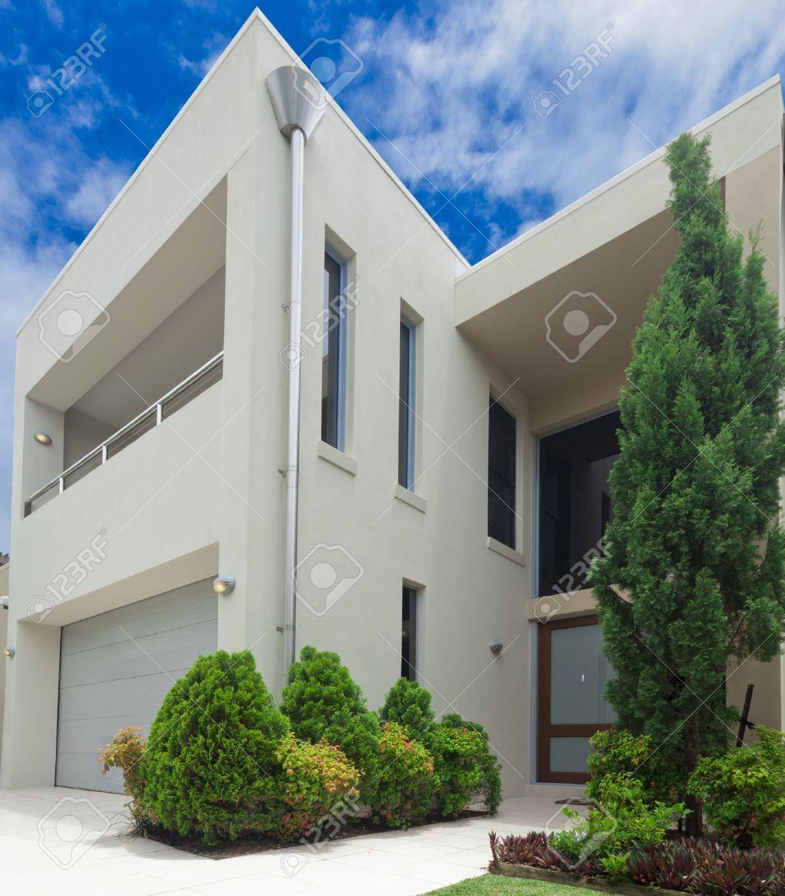 luxueux devant maison moderne a plusieurs niveaux
