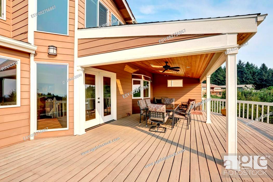https www agefotostock com age en details photo large wooden walkout deck with flat roof extension and comfortable seating arrangement northwest usa esy 052756867