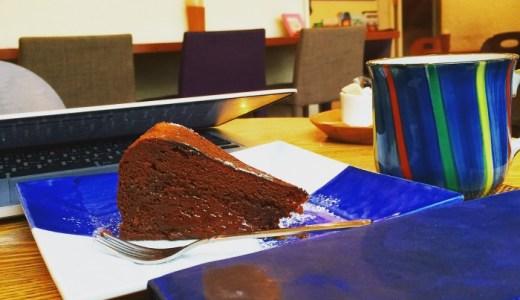 下北沢『tag cafe』でケーキを食べながら、ココマイスターの長財布を眺める