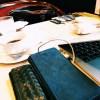 ココマイスターの長財布は、ルノアールのような昔ながらの喫茶店にもよく合う