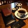 眞踏(まふみ)珈琲店という、Twitterアカウントが面白いコーヒー屋さんに、ココマイスターの財布と行ってきた