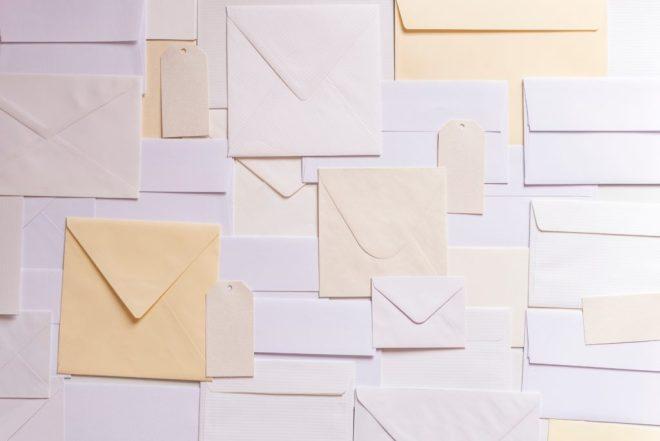 Массовые рассылки следует осуществлять через специальные сервисы