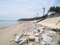 the Khabarovsk beach along the (polluted) Amur