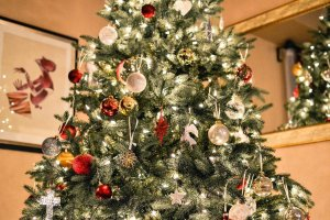 A Christmas Tree as putting it is one of the tips for decorating your Northbrook home.