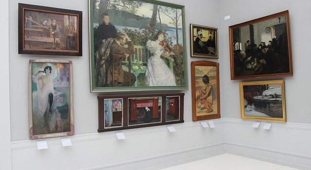 Paintings - To place them properly discover the best way to display artwork in your home.