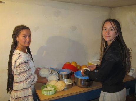 Saša je glavna za sir, a pomaže joj i Ana koja mi je rekla da je tek posle putovanja svetom shvatila vrednost organske hrane sa sela