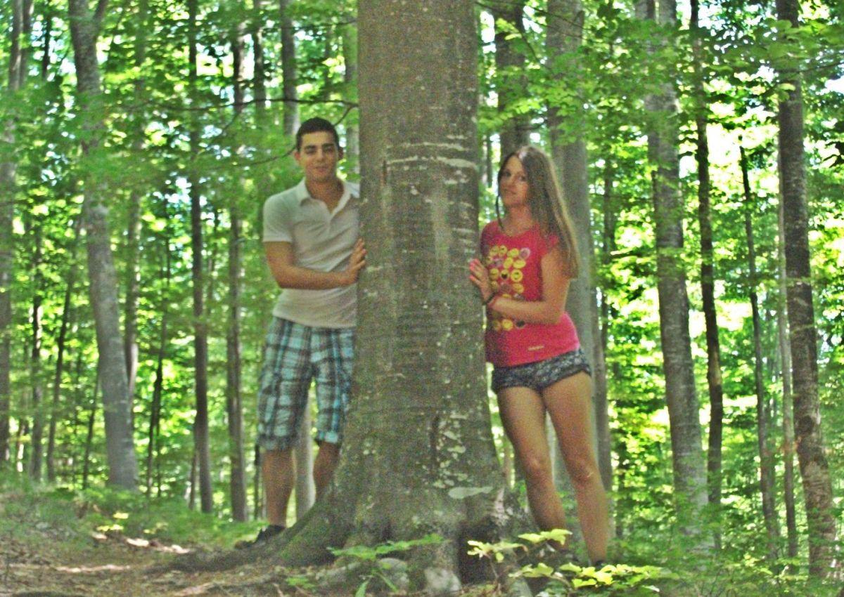 Mladi par iz Kragujevca pronašao BIZNIS U ŠUMI: Od semena tvrdog kao kamen cede SKUPOCENO ULJE