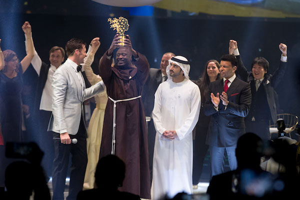 Actor, Hugh Jackman, announced that Kenya teacher Peter Tabichi was the winner of the Global Teacher Prize. Photo courtesy: Global Education and Skills Forum – an initiative of the Varkey Foundation.