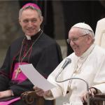 Papa se našalio da su ga neki željeli vidjeti mrtvog i pripremali konklavu