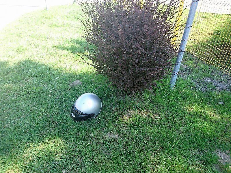 Teško ozlijeđen 22-godišnji motociklist; izletio s ceste u zavoju i završio u dvorištu kuće