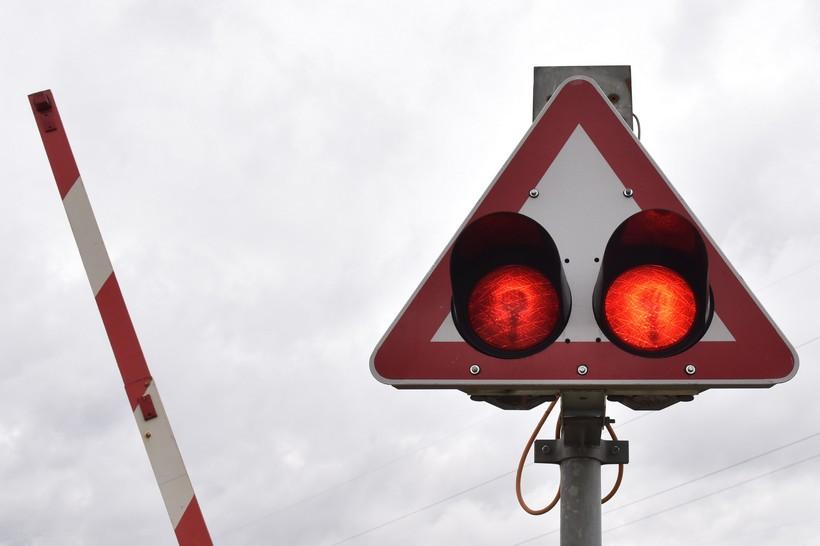 Kombajnom potrgao polubranike na željezničkom prijelazu