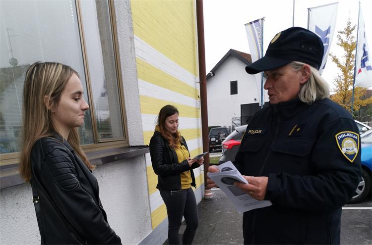 Policija upozorila mlade na opasnosti korištenja mobitela u vožnji