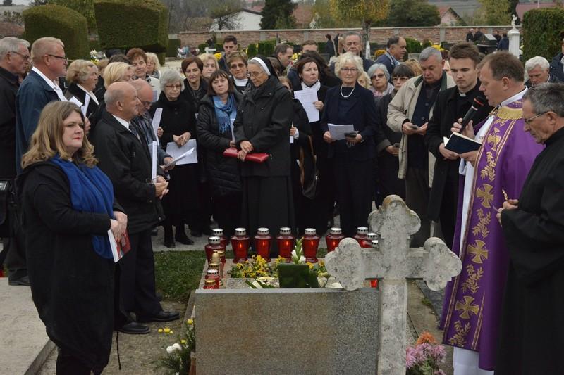 [FOTO/VIDEO] SVETKOVINA SVIH SVETIH U KRIŽEVCIMA Molitva na grobu dr. Stjepana Kranjčića