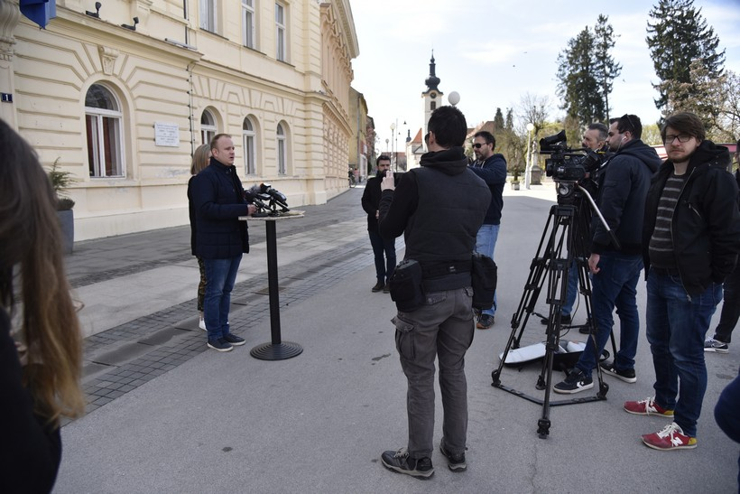 Gradonačelnik Jakšić: 'Kafići od danas rade do 20 sati, građanima koji ne mogu platiti račune nama ili Komunalcu nećemo obračunavati kamate'