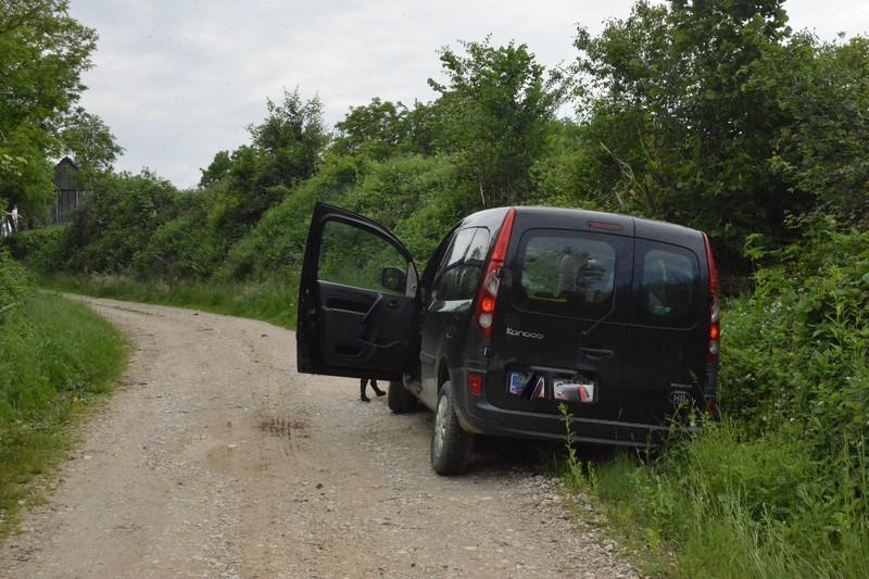 Predsjednik Mjesnog odbora upozoravao na probleme s cestom u Gornjem Dubovcu i u tom trenutku automobil je završio u putnom jarku