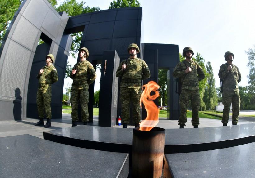 🖼️ U povodu 29. obljetnice HV-a na Mirogoju položeni vijenci za sve poginule hrvatske branitelje