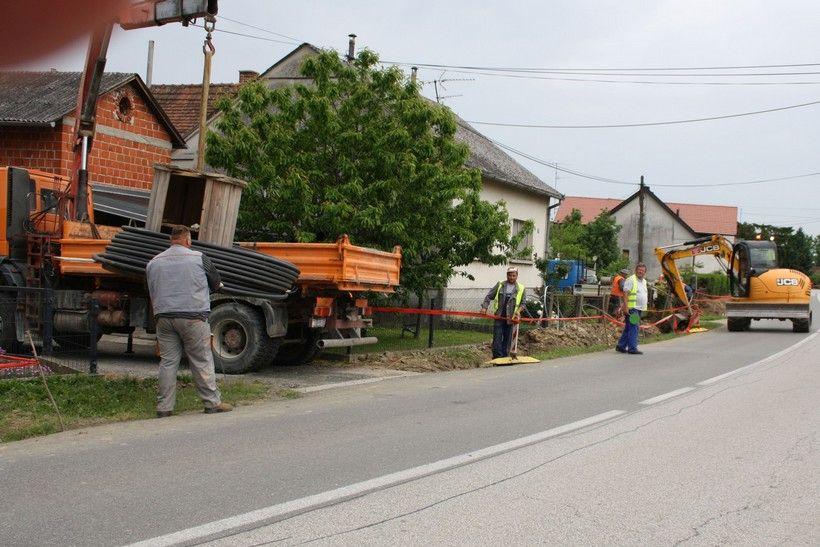 U tijeku postavljanje strujnih kablova u Vrbovečkom Pavlovcu