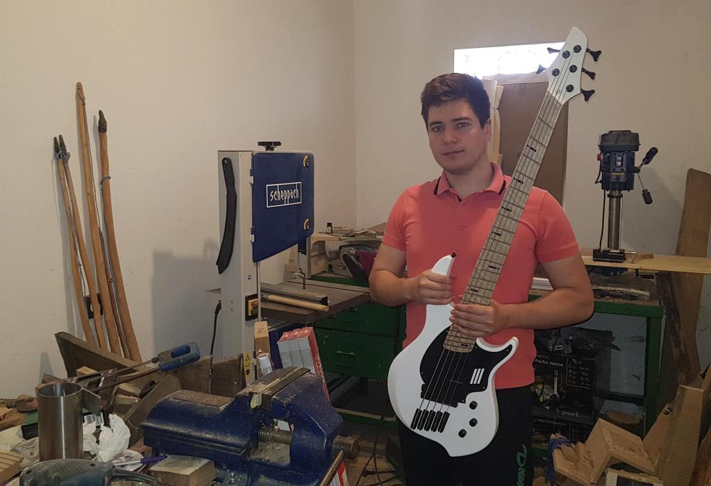 Ivan Koprić pretočio ljubav prema glazbi u izradu muzičkih instrumenata