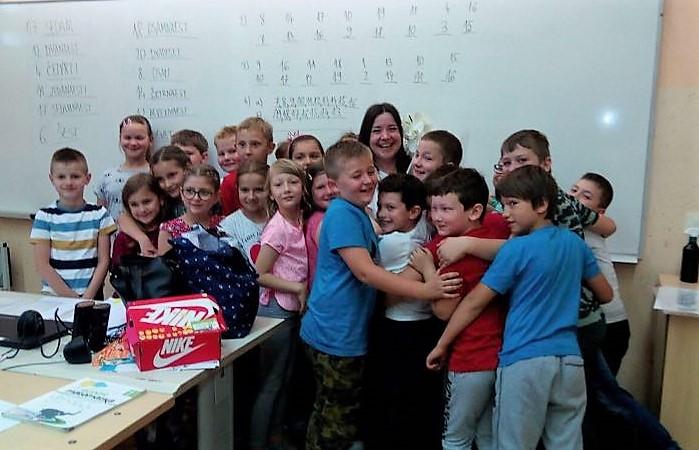 GOTOVO JE GOTOVO Učenici se oprostili od učiteljica i školskih klupa