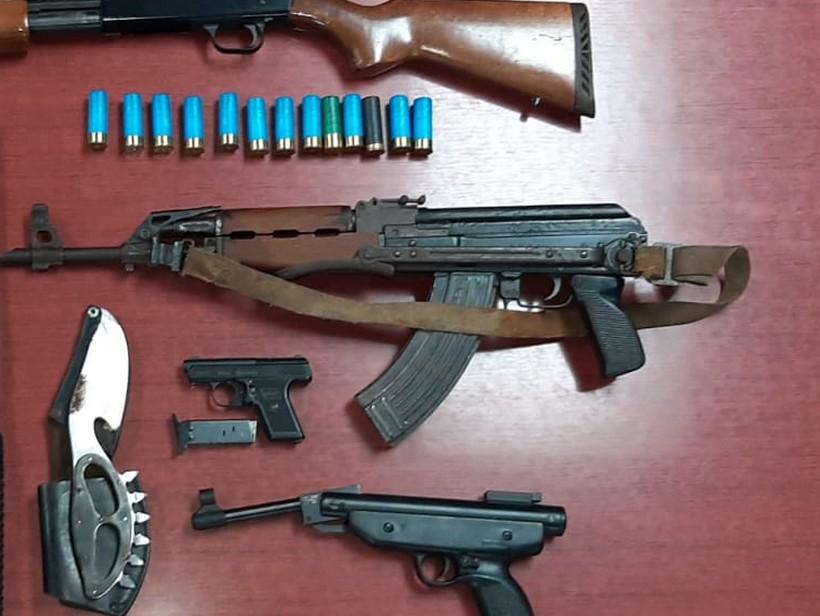 U kući skrivao automatsku pušku, drugo oružje i streljivo