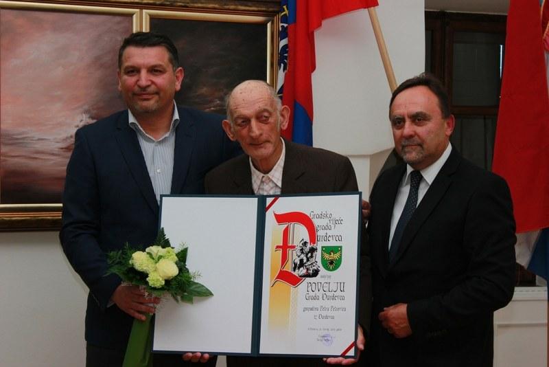 U povodu rođendana najstarijeg člana Peski-Art Đurđevac, Petra Petrovića organizirana online izložba