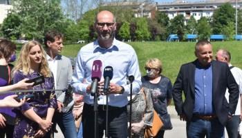 Klisović: 'Zašto se u nedjelju omogućava ulazak u Hrvatsku iz trećih zemalja bez PCR testa?'