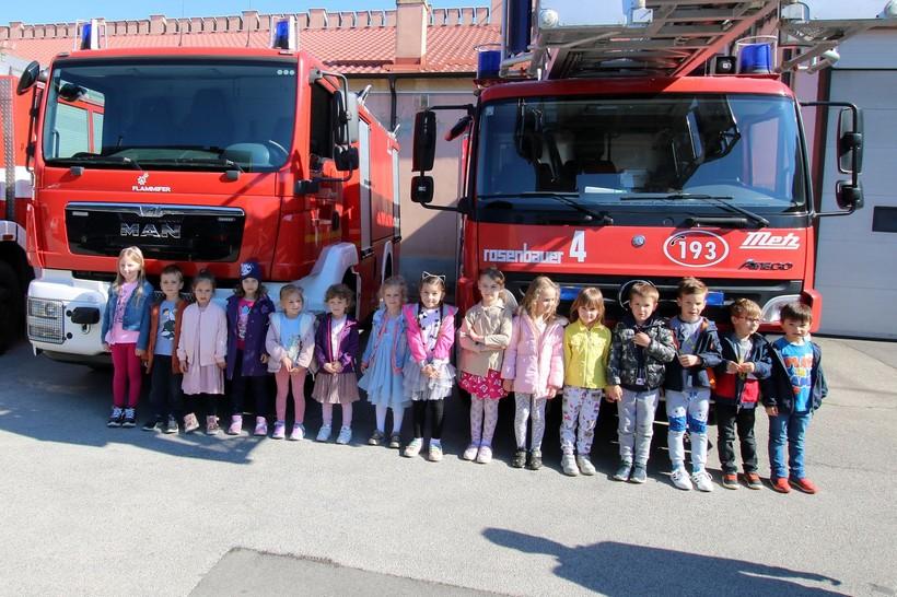 Vrtićanci čestitali vatrogascima Dan vatrogastva i blagdan sv. Florijana