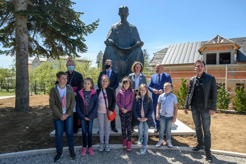 Skulptura Nikole Tesle, rad kipara Frane Kršinića, ponovno u Gospiću