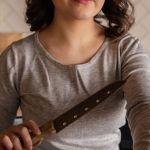 Kuhinjskim nožem pokušala ubiti izvabračnog supruga