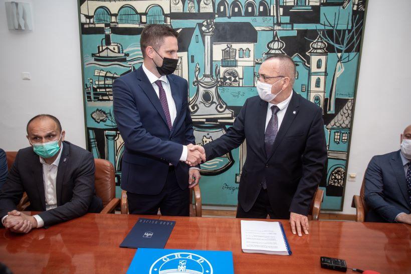Novi osječki gradonačelnik Ivan Radić preuzeo dužnost