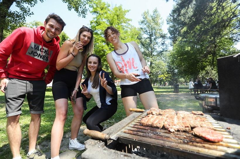 Građani iskoristili dan za roštilj, druženje i sunčanje