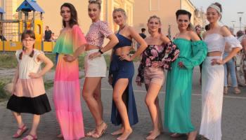 [FOTO] U centru Križevaca održana ljetna modna revija