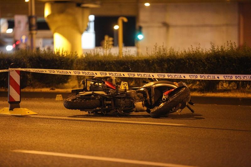 Motociklist poginuo u slijetanju s ceste nakon udara u rubni kamen