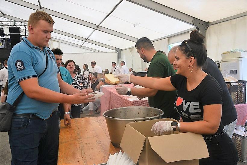 GASTRO UŽITAK Posjetitelji u Farkaševcu uživali u pečenom volu