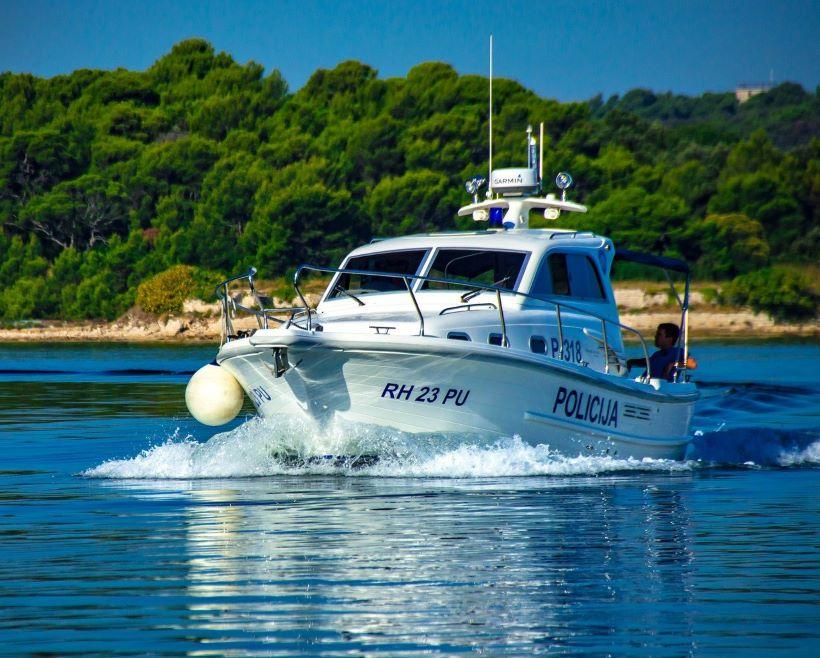 Pronađen 16-godišnjak koji je s brodicom jučer nestao na moru
