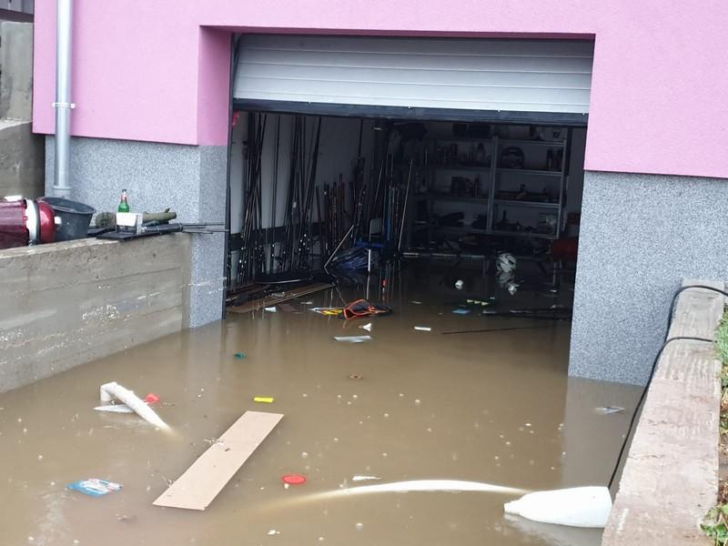 Obilne kiše u Brodsko-posavskoj županiji, poplavljeni podrumi